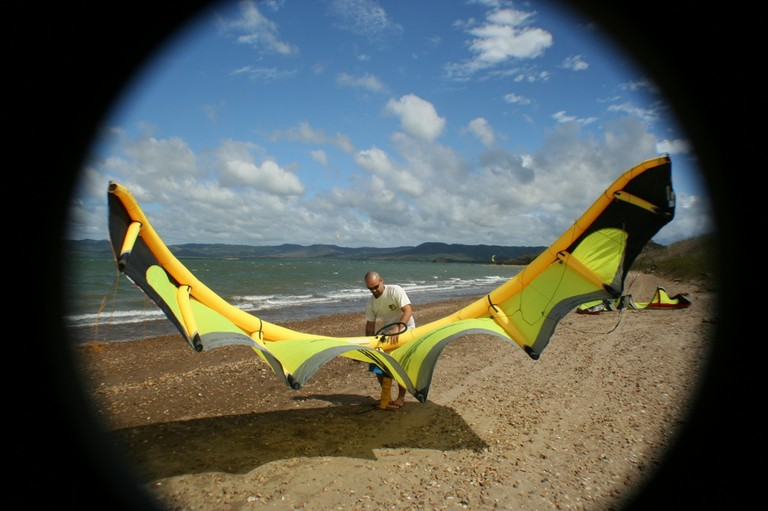 prepping the kite for a student of the kitehouse costa rica kite boarder network and school in bahia salina.jpg - big